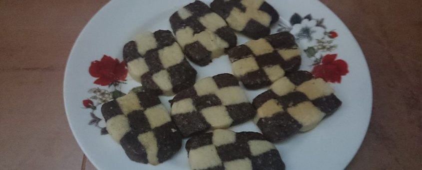 How to Shape Beautiful Check Board Cookies